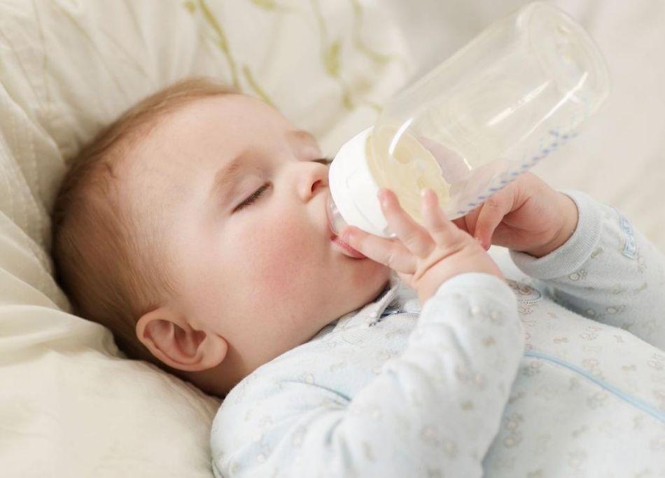 Mẹ nên nuôi con bằng sữa mẹ đến khi nào?