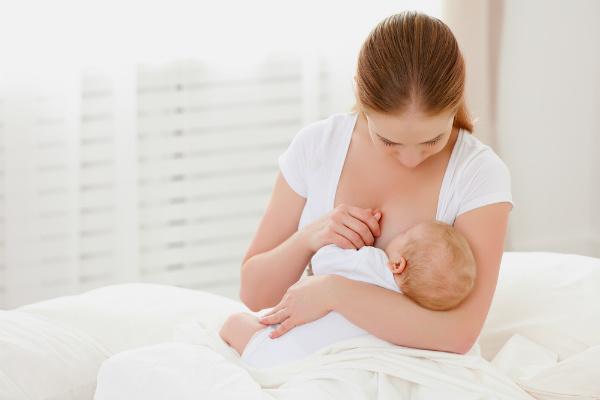 Xin sữa mẹ của người khác: Nên hay không?