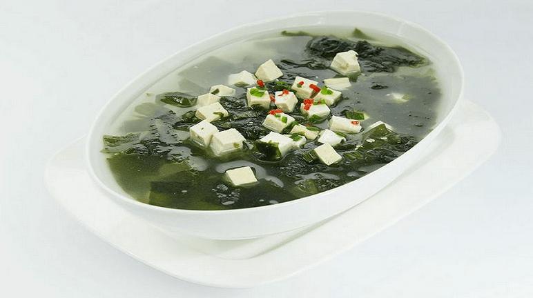 Canh rong biển nấu đậu hủ non thức ăn lợi sữa cho sản phụ