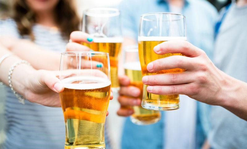 Kiêng uống rượu bia sau sinh